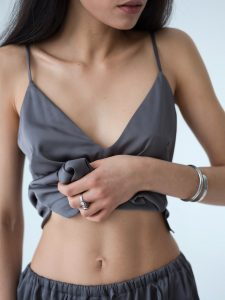 Women with stomach showing Weight Loss IV