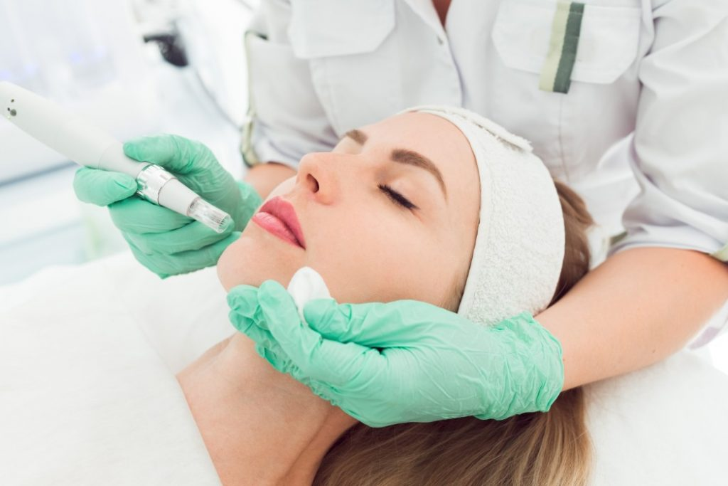 women with a microneedling treatment